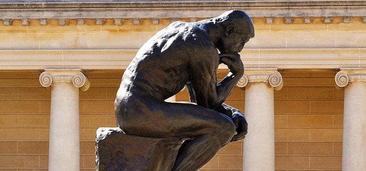 包茎に悩む男性の彫像
