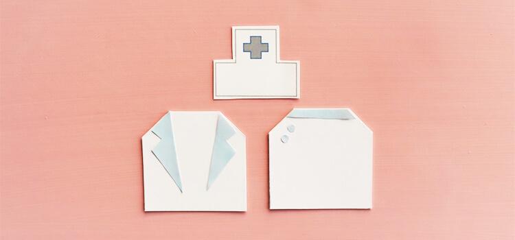 紙でできた病院と白衣
